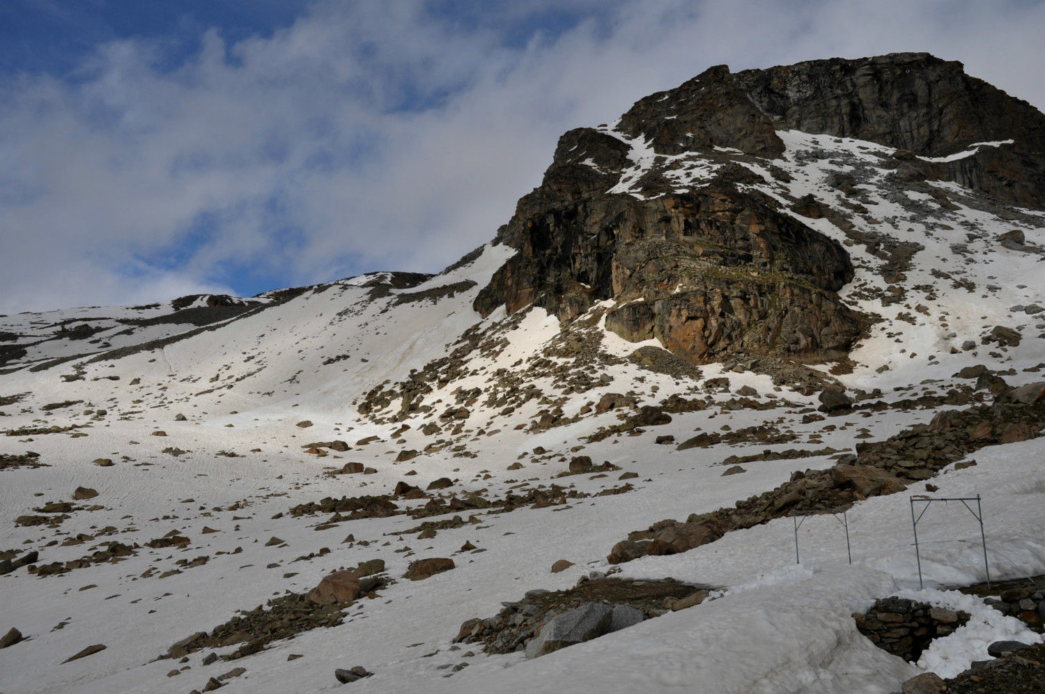 Gran Paradiso - Via normale : the tracks immediately above Rif. Vittorio Emanuele II
