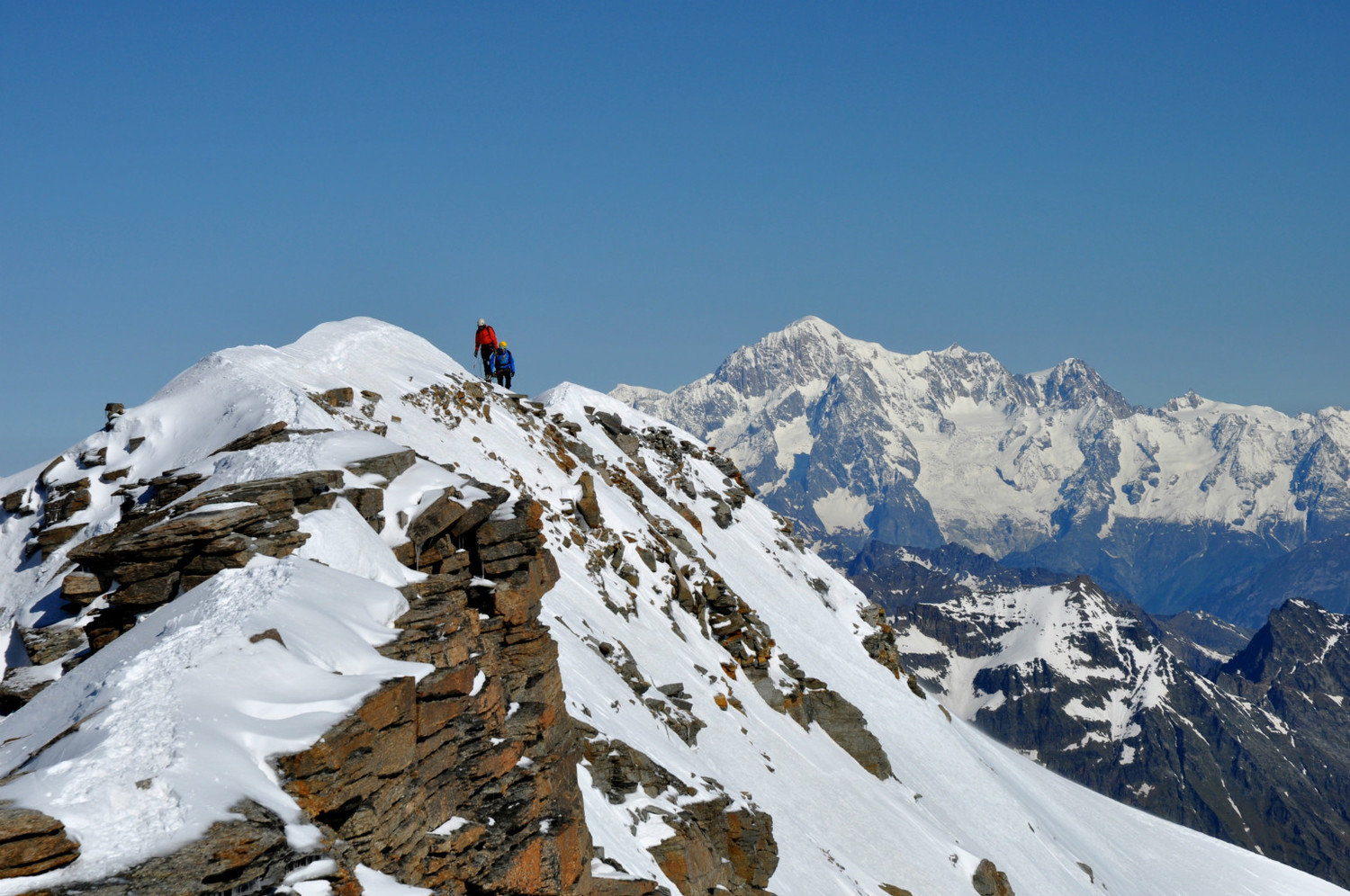 Gran Paradiso - Via normale : view towards the main summit and the Mont-Blanc