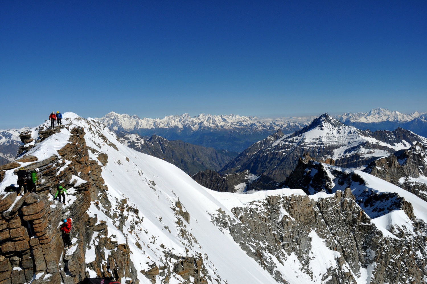 Gran Paradiso - Via normale : view towards the Mont-Blanc Massif and the Grand Combin
