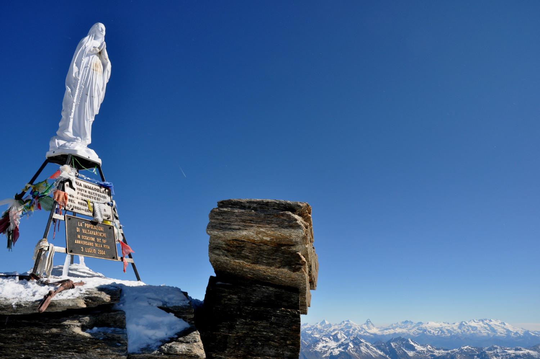 Gran Paradiso - Via normale : view towards Valais