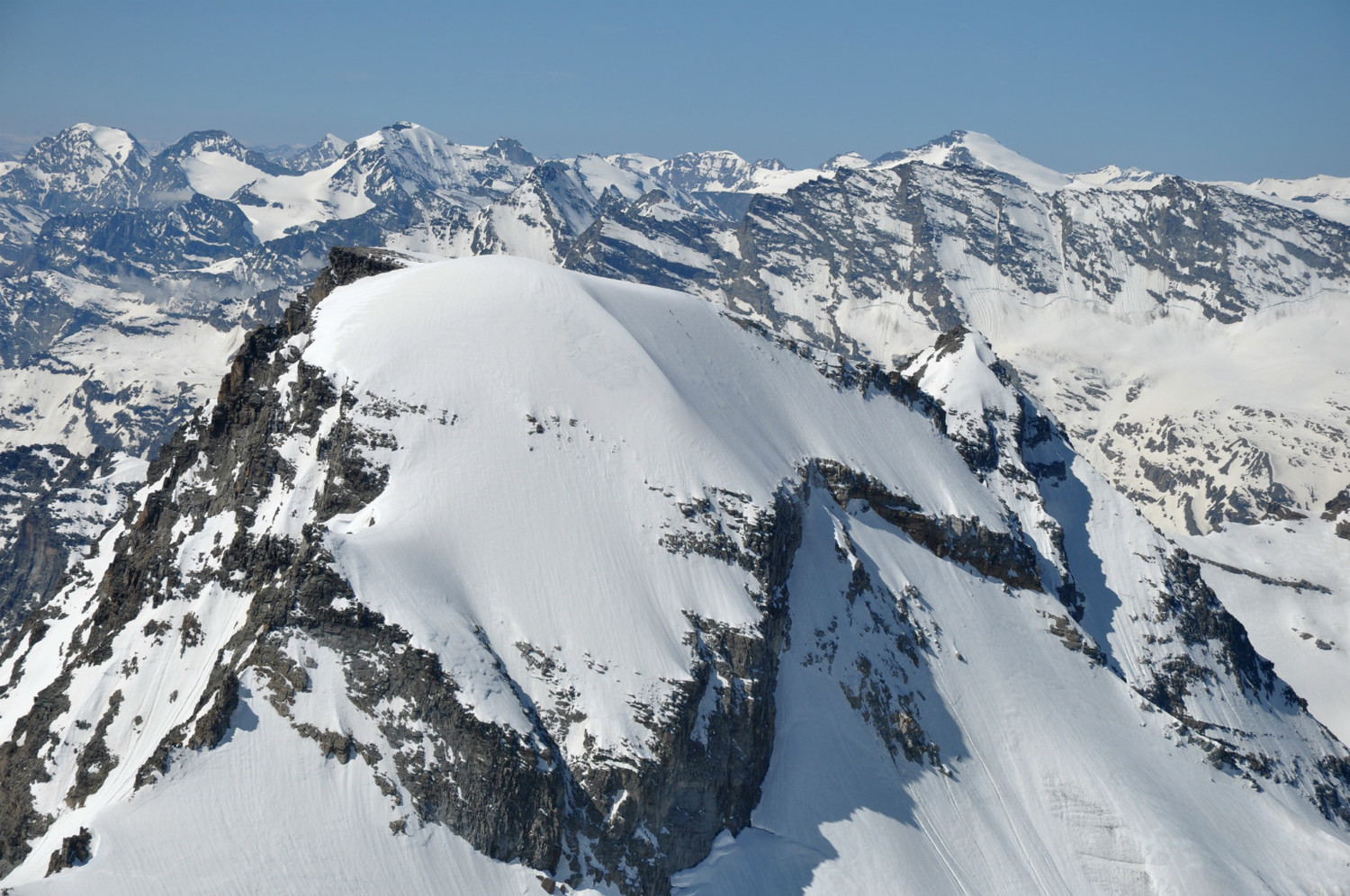 Ciarforon (3641m) : north face. Three climbers on the final snow slope