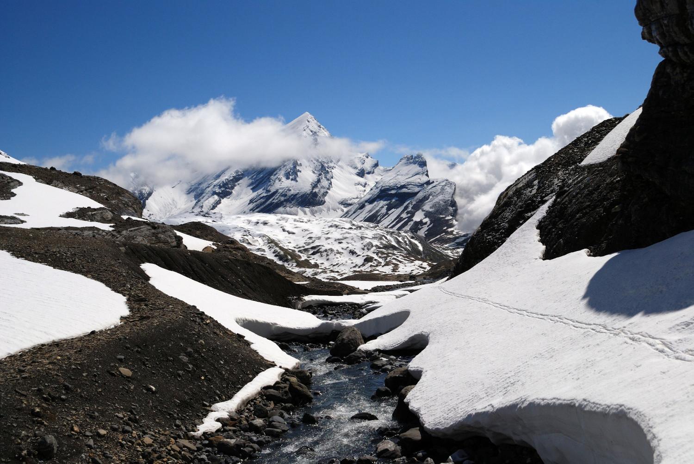 Vista sul Rinderhorn 3448m durante la salita al Wildstrubel