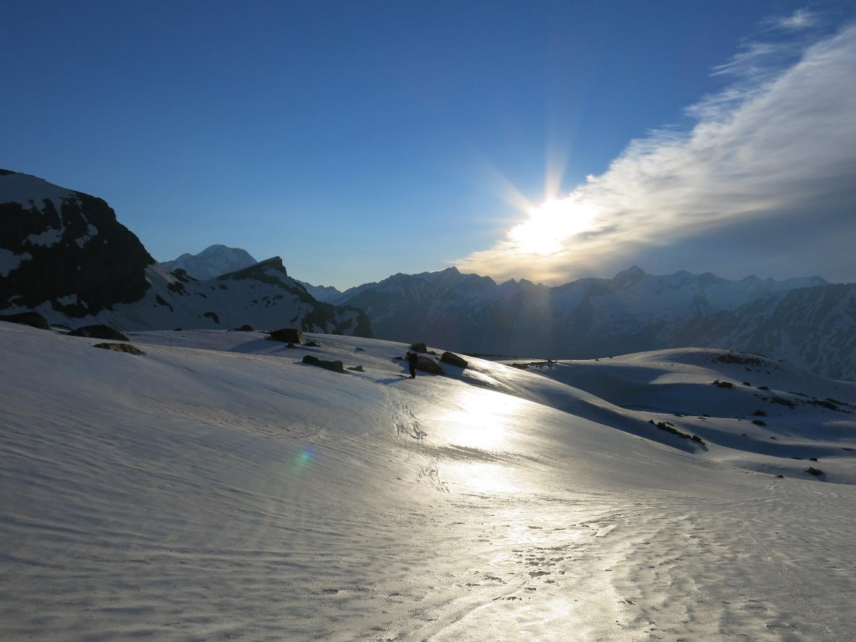 Dès la montée sur le glacier, le soleil pointe
