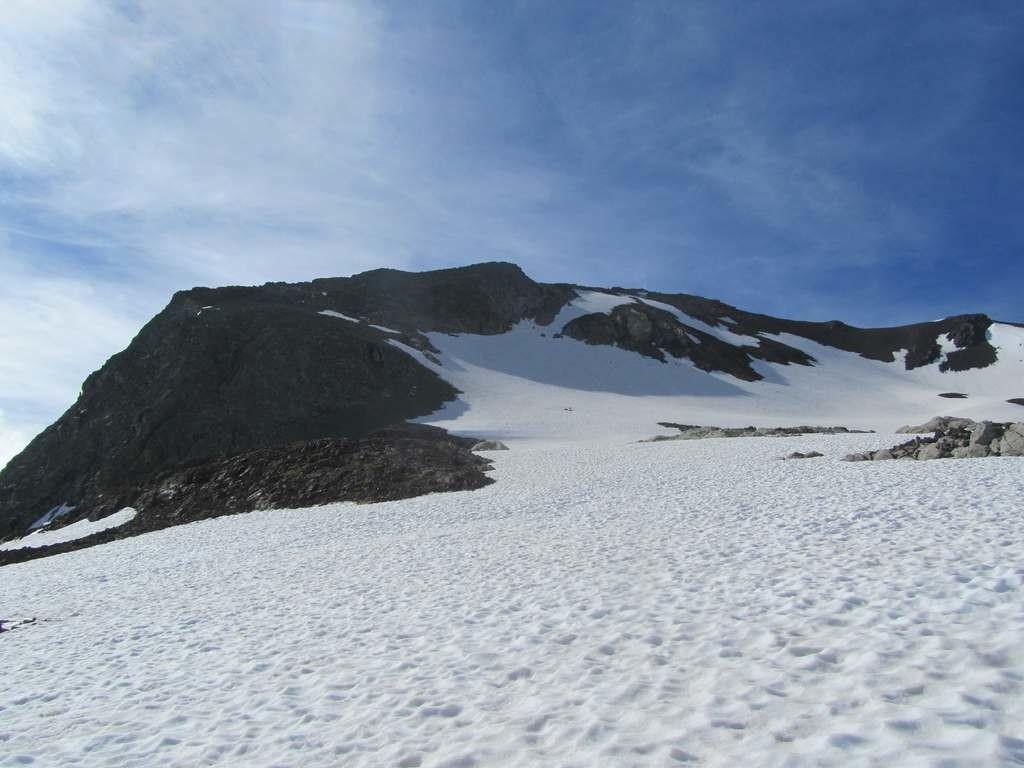 Campbieil pentes finales (affadies par l'image) avec une langue de neige accédant quasiment au sommet