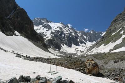 La limite skiable dans le vallon du Chardon est encore située à 2080m
