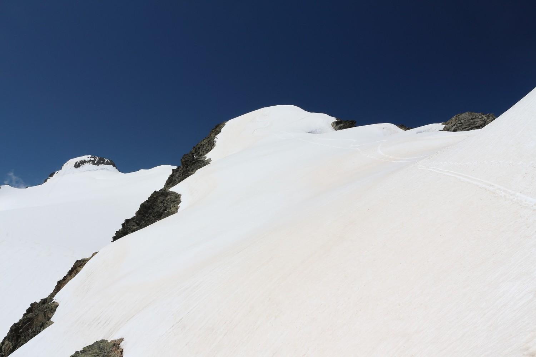 La facette SE du Sommet 3389m de la Crête de la Lavey