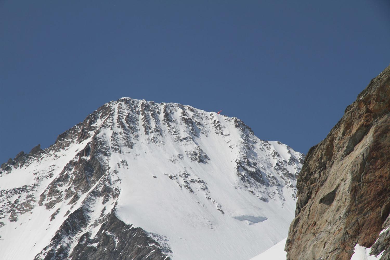 Face N Schreckhorn: des skieurs et l'hélico