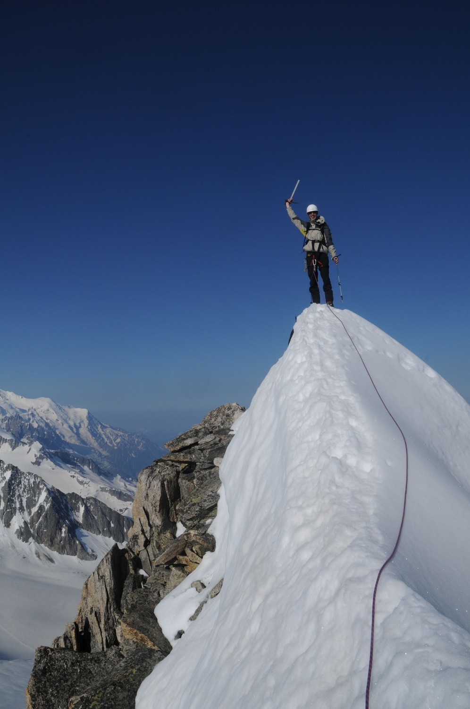 Entre la croix et le sommet