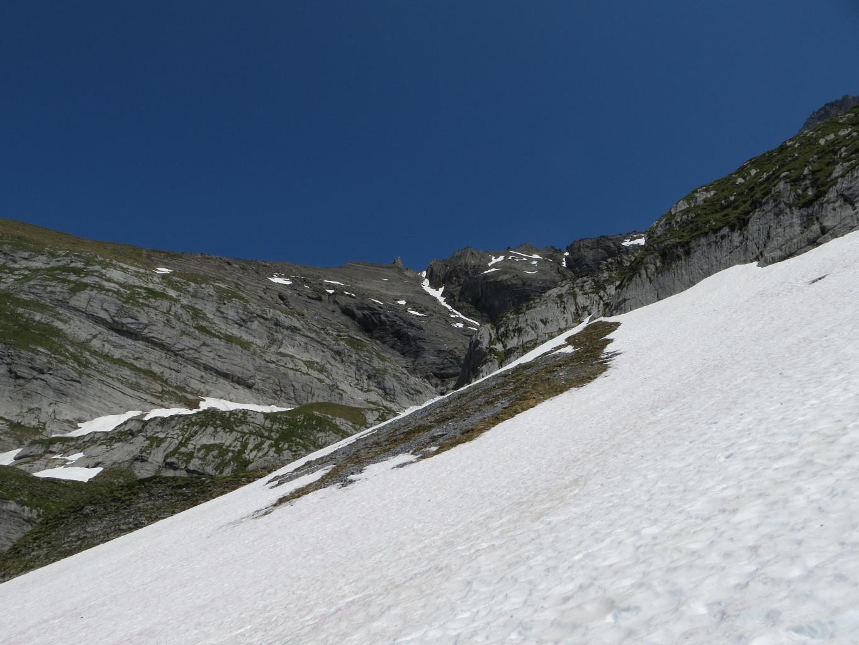 Le Col des Chamois, au dessus du couloir de neige
