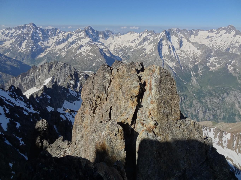 L'inaccessible sommet du pilier, vu depuis la seconde tour...