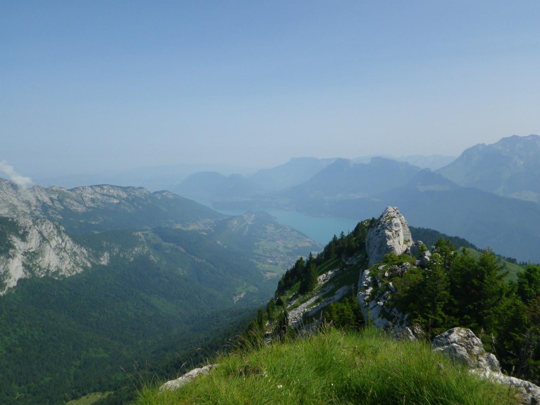 vue sur le lac d'Annecy du sommet de Banc Plat