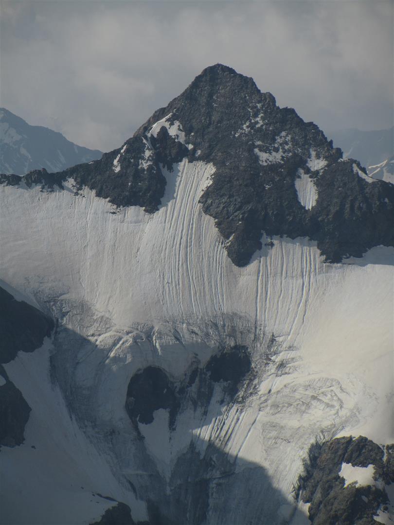 vue sur la pointe Guyard dans son écrin(s) de glaciers