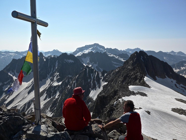 """Ugo Bottari créateur du site de ski """" l'alpinista virtuale"""" et une autre skieur Italien."""