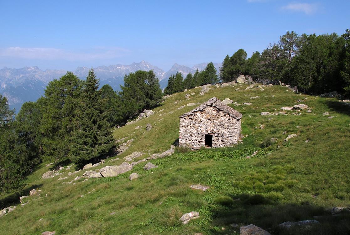 Corna di Garzonè; la baita di quota 1930 m circa.