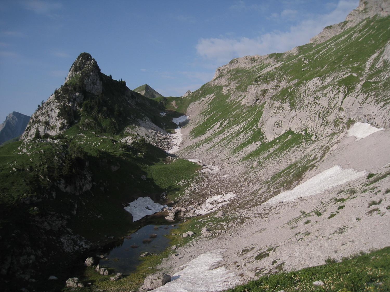 Arcalod - regard vers Tête Ferrand et la Coche
