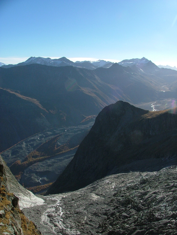 Col des Chasseurs : passage option basse sous le glacier du Fréney en direction de l'aiguille du Chatelet