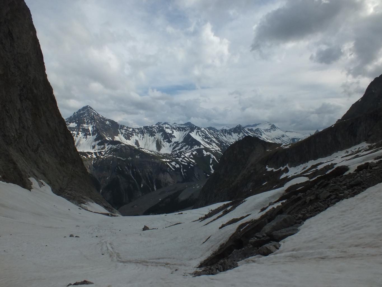Col des Chasseurs : nous passons sous le glacier du Fréney pour rejoindre le sentier d'accès au refuge Monzino
