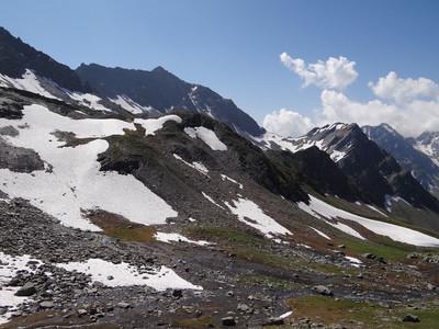 Col de l'Arpalle (au centre) avant les lacs de Fenêtre