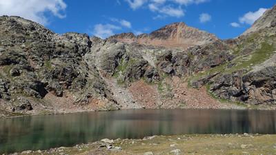 Lac de Lussert du milieu - Pointe Rouge dklzzwxh:0000Emilius en arrière plan
