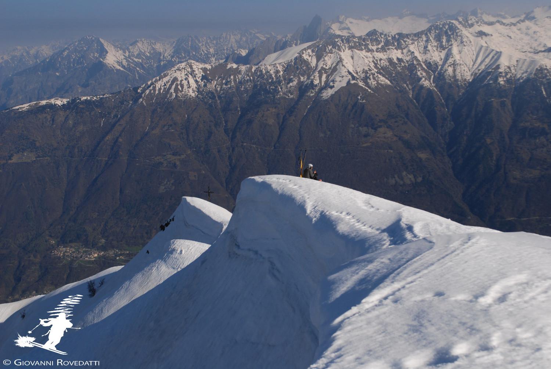 Cornici sul filo N del Pizzo dei Galli verso la Val Lesina