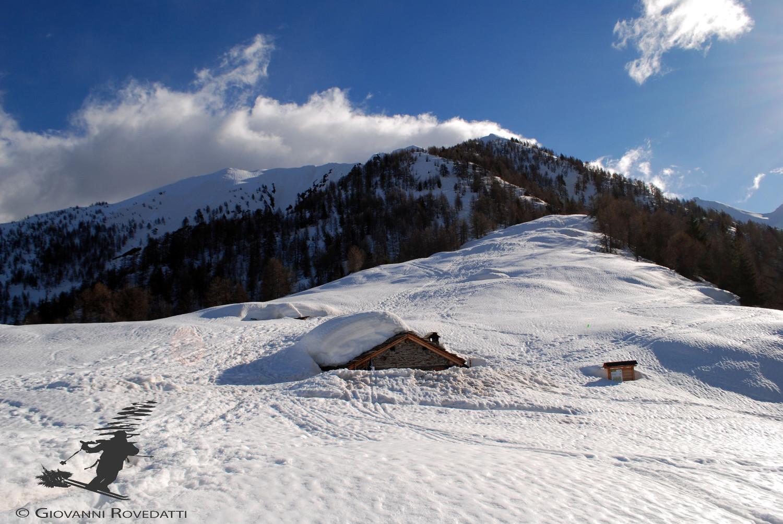 Il rifugio Torrenzuolo 1881m semi sommerso dalla neve nell'inverno  eccezionale 2013/2014