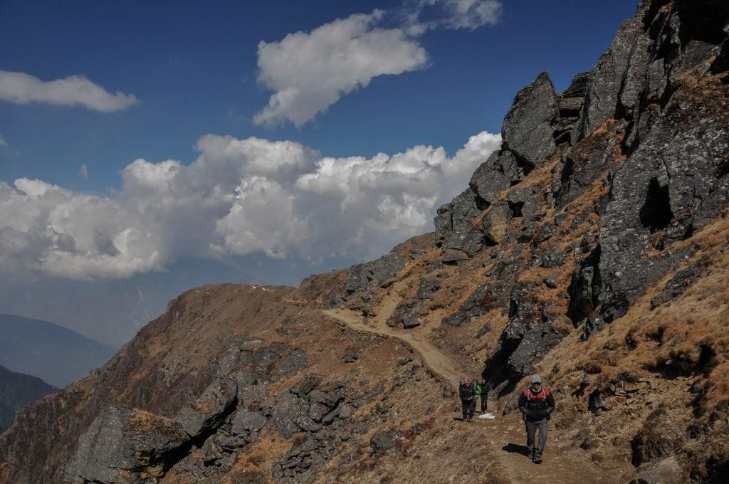 Sentier d'accès aux lacs du Gosaikund