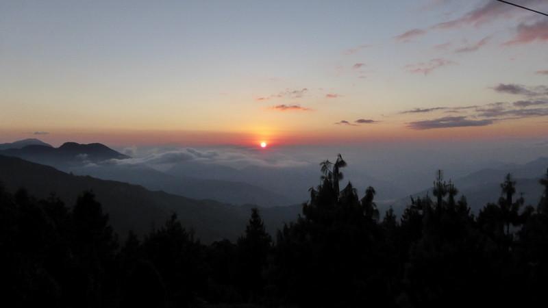 Levé de soleil vu de Jhule.