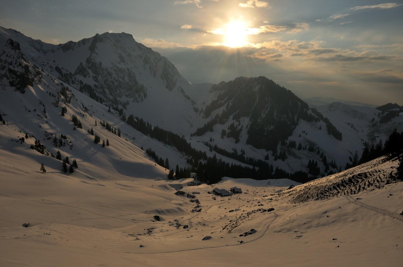 Grenchenberg, montée à l'Alpiglemäre au soleil rasant