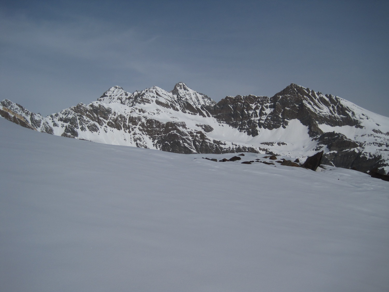 Da sinistra : Punta Bianca, Punta Nera, Grivola e Punta Rossa