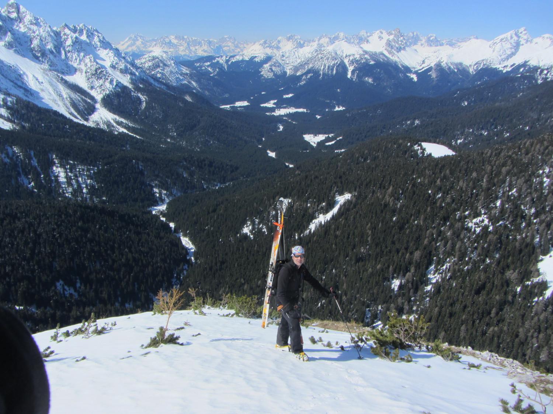 Sulla cresta W salendo al Peralba. Ai piedi la Val Visdende e sullo sfondo le Dolomiti di Sesto.