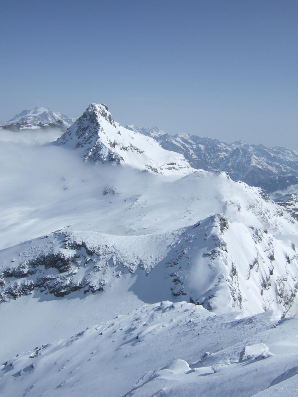 Du sommet, les pointes Clavarini et Girard et la Levanna Orientale, au fond le Grand Paradis