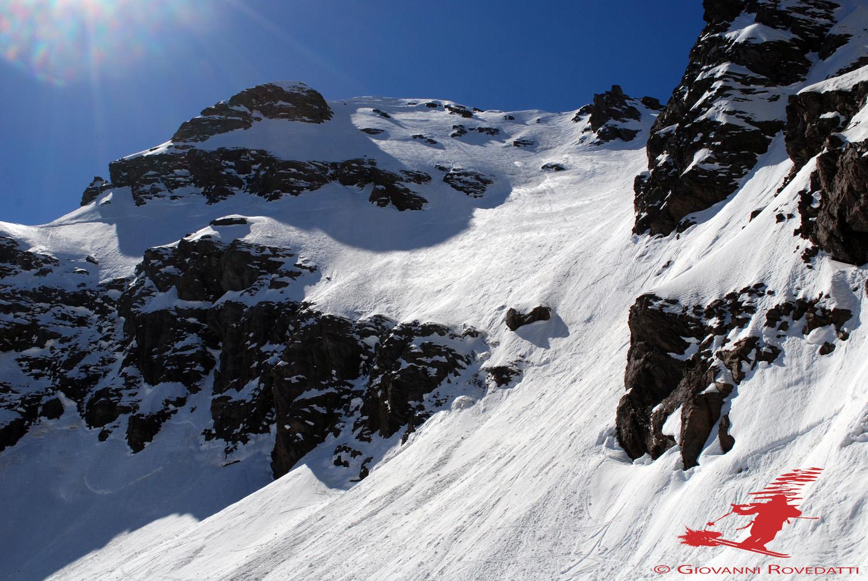 La ripida pala finale  versante N del Pizzo di Scotes 2978m appena scesa