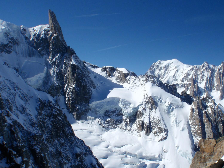Dente del Gigante e Monte Bianco dal canale Puiseux