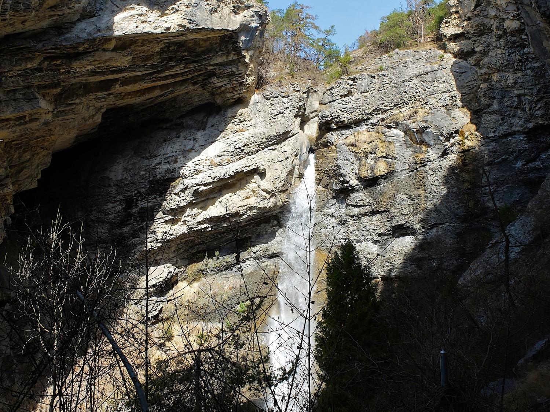 La cascade entre Tschachtela et Tschampedu.