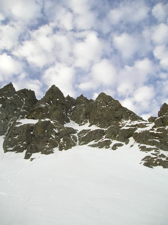 Goulotte Nit au centre de l'image. (à gauche le fin filet de glace : le NW)