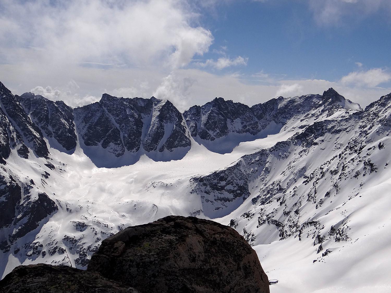 Les cimes Valeille et la pointe Ondezana à droite