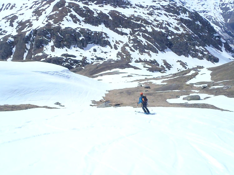 çà rentre au refuge en ski, mais il faut louvoyer... et çà va pas durer!