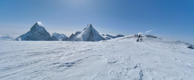Vue sur le Cervin, la dent d'Herens et le sommet de la Tête Blanche.