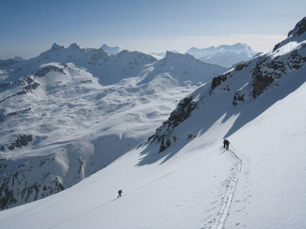 Sur le glacier des Plattes des Chamois, Grandes Rousses, Truc Blanc, Pointe de Bassac N, Grivola et Grand Paradis au loin