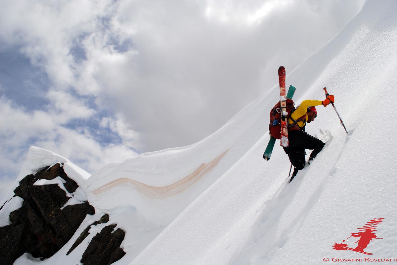 Roberto avanza a fatica  per raggingere la cresta NE del Pizzo del Termine 2824m