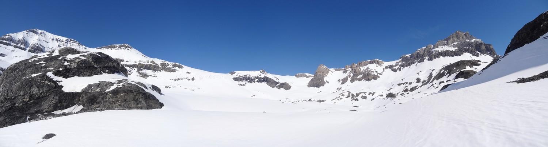 Vue sur les sommets du Wildstrubel à la montée