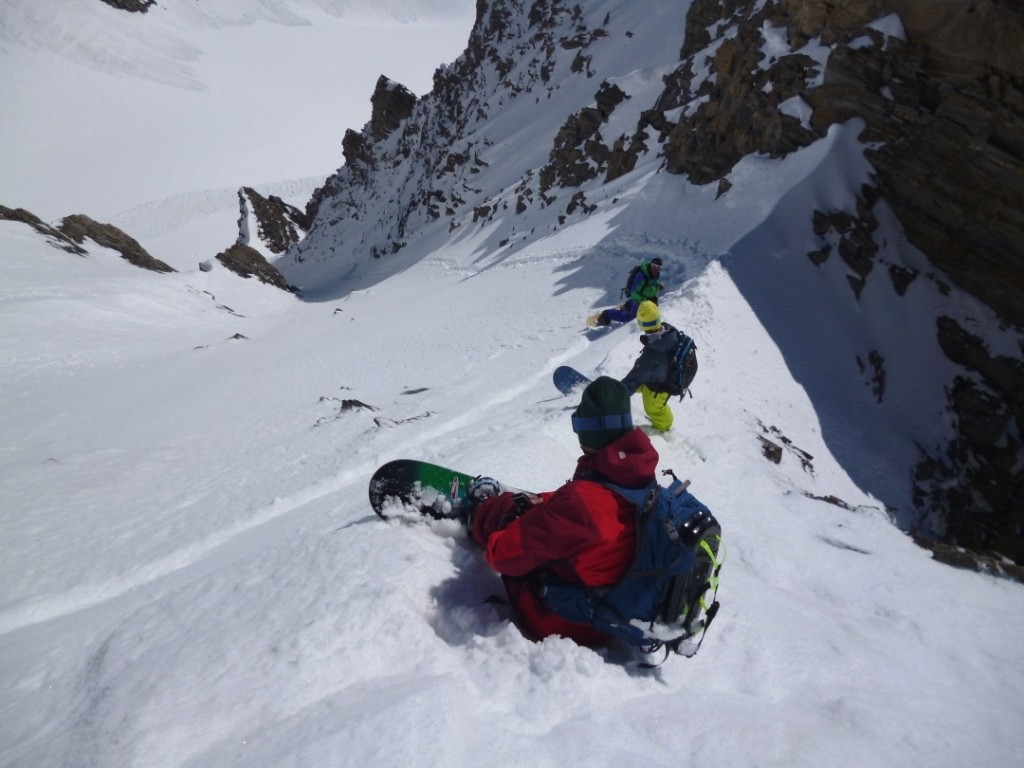 Concertation entre snowboarders