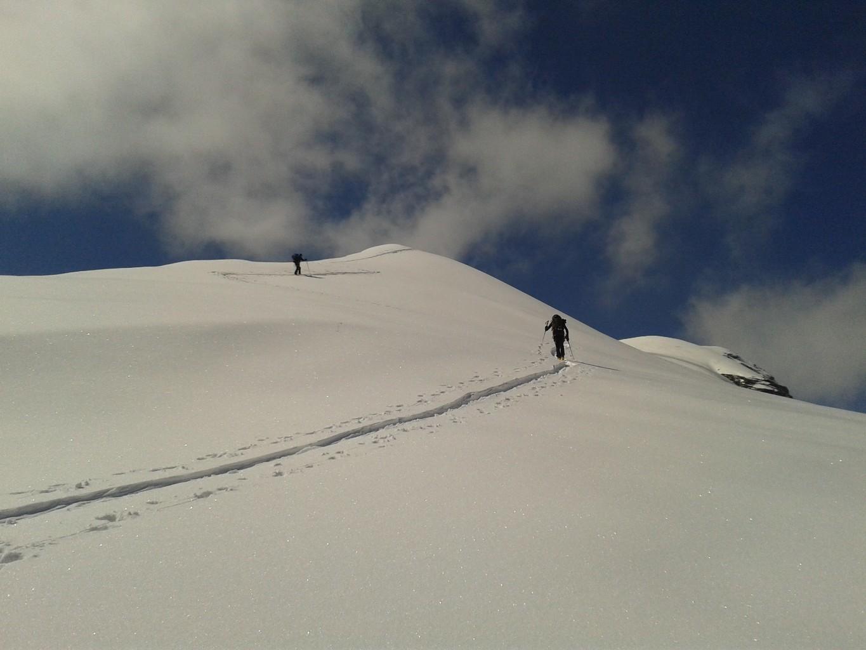 Si rimettono gli sci sulla cresta
