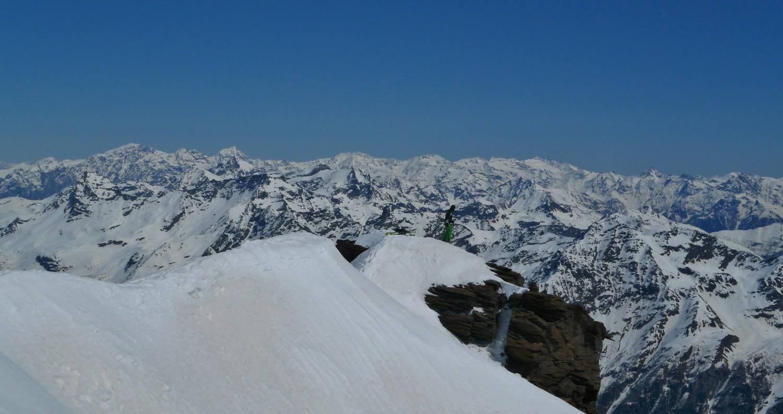 Edoardo in vetta al Varuna al cospetto della ronda delle Alpi Retiche e dell'Ortles