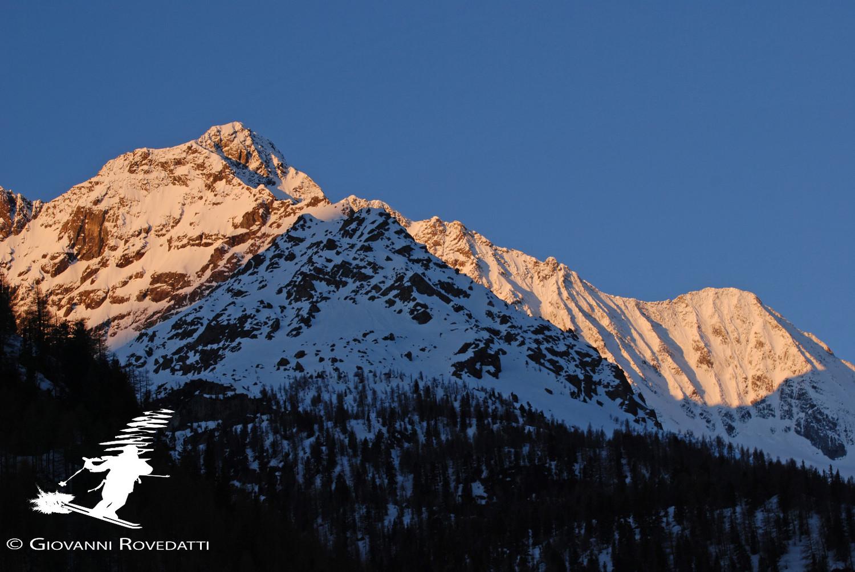 Alba sul versante N del Monte Disgrazia 3678m