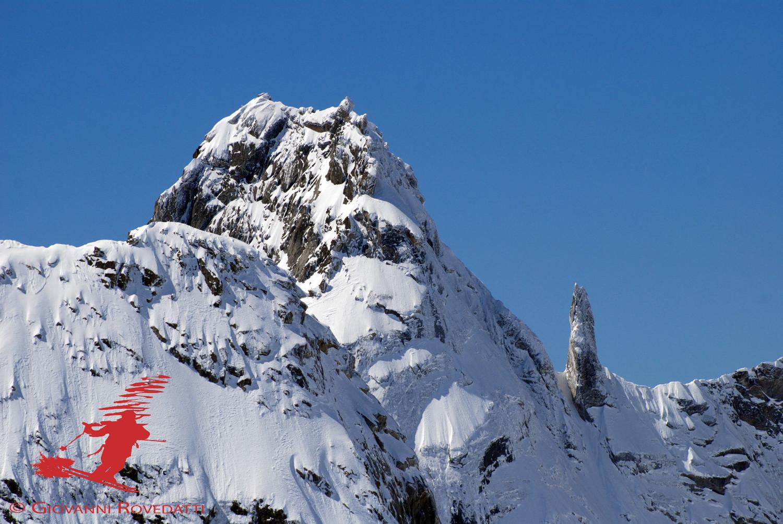 Il Pizzo Torrone Orientale 3333m e l'Ago del Torrone 3224m dal Monte Rosso 3088m