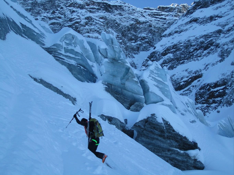 Petit déchaussage en rive droite du glacier de Bionnassay