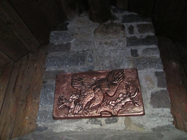 Cuivre décoratif au dessus de la cheminée