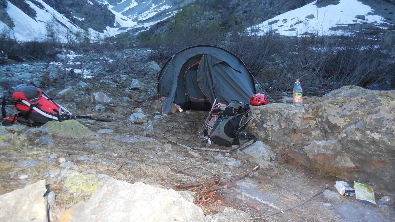 Notre bivouac à 1740 m d'altitude près du torrent, top.