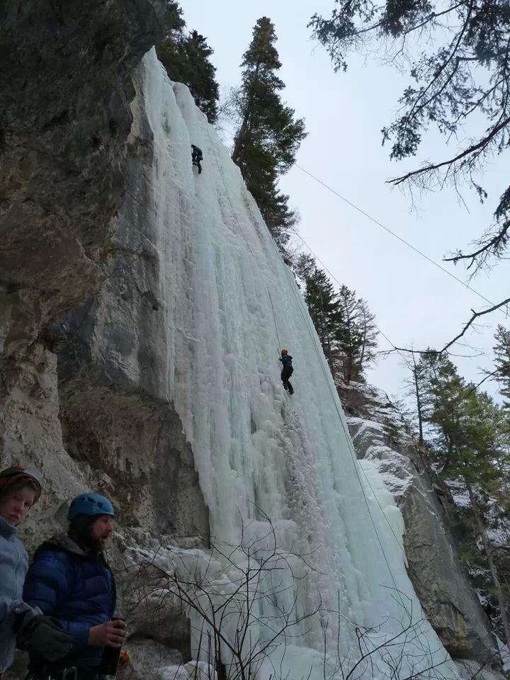 escalade de glace en British Columbia, Canada
